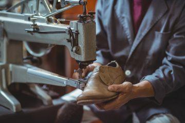 板金部品の検査、梱包作業の画像